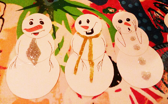Snowmen made of paper and glitter