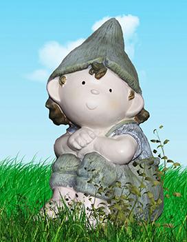 garden-gnome-in-grass