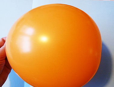 blown up balloon for ice lantern